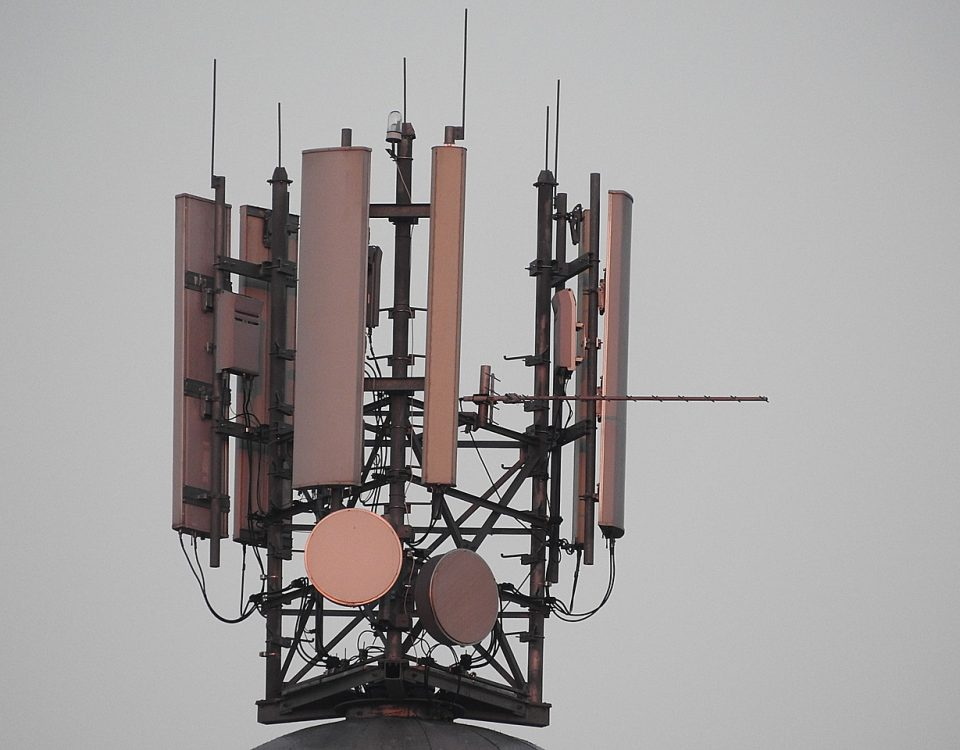 mobile phone masts 1120090 1280